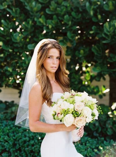 Elbow length veil by Smitten Photography. If you've already decided to wear the traditional veil, let's take a look at their styles in this comprehensive wedding veils guide!