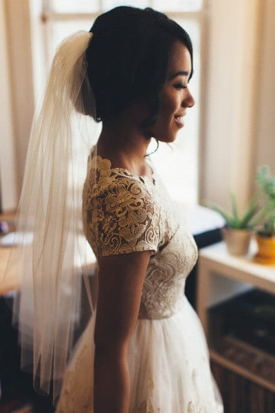 Elbow length wedding veil.
