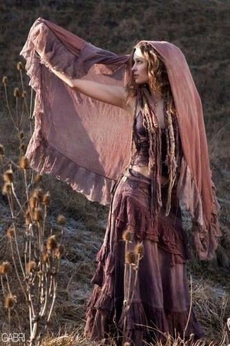 Estilo Boho gypsy una fotografia con hermoso uso de luces y sombras. Beautiful use of color and shadow.