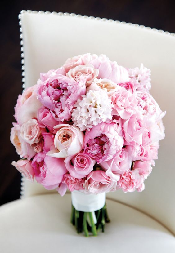 Ramo de peonias para novia. Fotografía Tate Carlson Photography, Christina Marie Events & Floral.