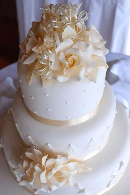 Ivory roses wedding cake by Leslea Matsis.