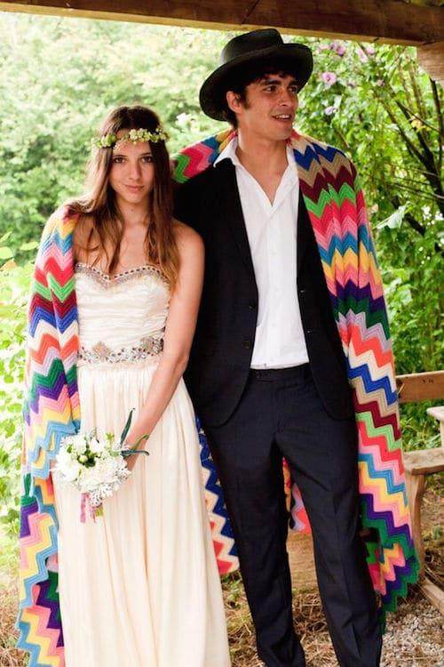 He aquí una pequeña e íntima boda gitana. Una celebración que se asemeja a los recién casados.