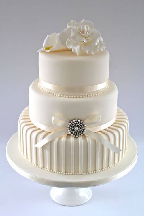 Contemporary wedding cake for something a little different. Love the piping.