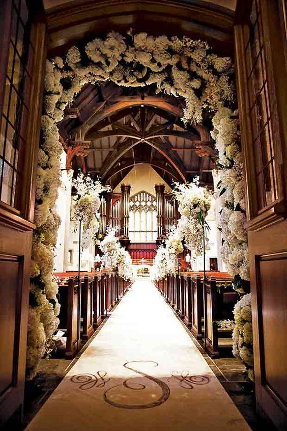 Pocos momentos tan emotivos como la entrada de la novia y su camino hacia el altar. ¿Cual canción escogerías tu para este momento?