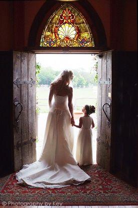 ¿Que opinas de una foto con tu flower girl antes de la entrada a la ceremonia religiosa?