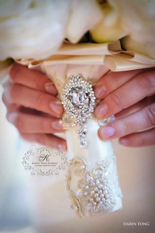 Ideas de manijas para ramos de boda. Fotografía: Darin Fong. Diseño floral: Karen Tran.