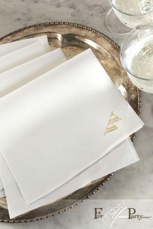 Estas servilletas de papel personalizadas llevarán tu celebración al máximo nivel de sofisticación. Una creación de For Your Party.