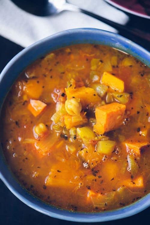 Una buena sopa gitana. Moosewood's Gypsy Soup.