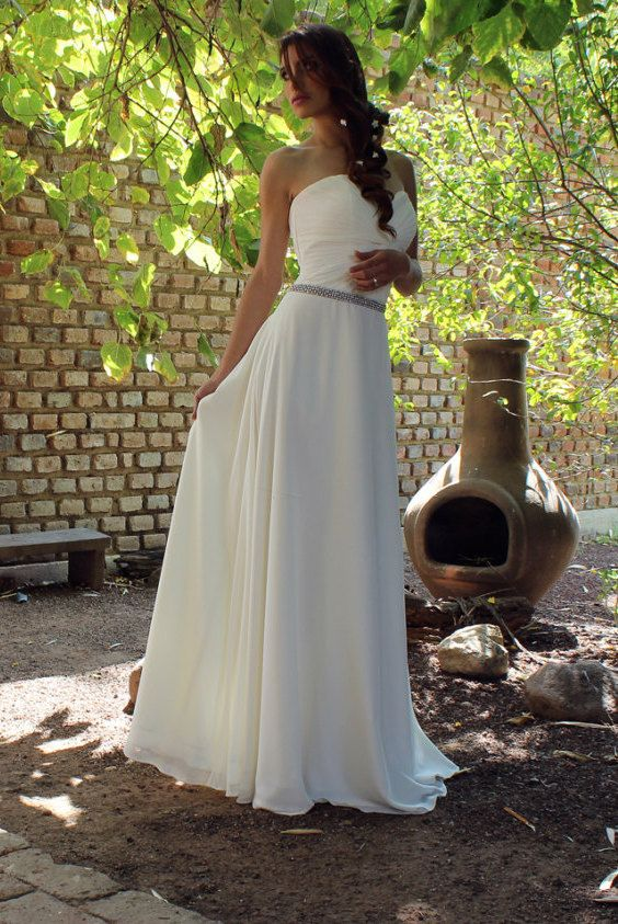 Romantic chiffon wedding dress, Bohemian style. Adorable!