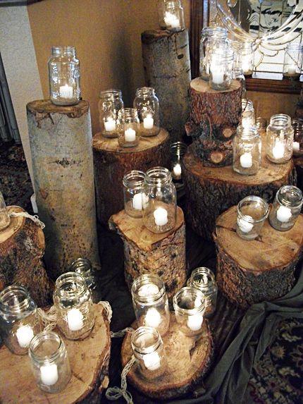Centros de mesa con velas para una boda rústica.