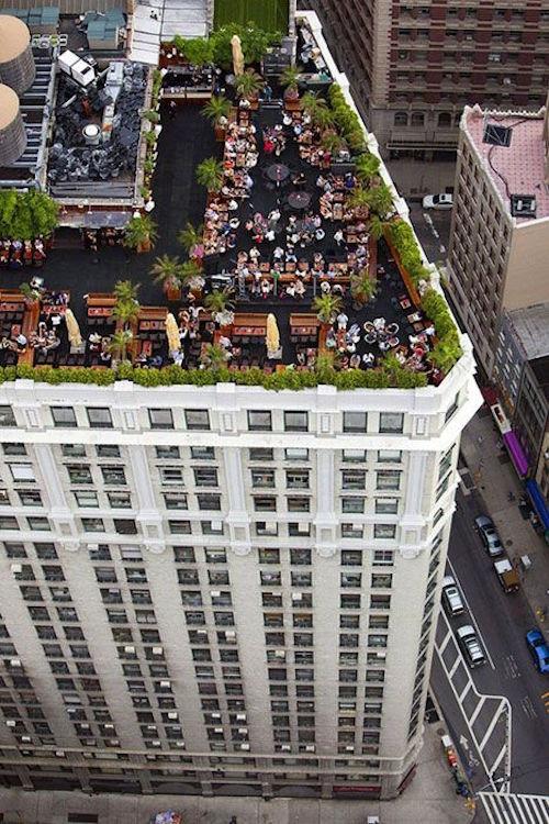 Una boda en una terraza muy citadina y moderna. Fotografía: Madame Julietta.