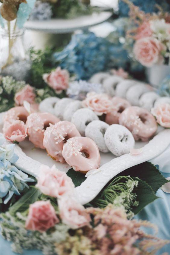 Bodas desayuno! Tendencia en bodas 2017. Una boda en New York con una onda boho diferente y un tema hermoso de tonos en acuarelas.