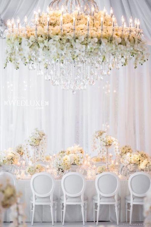 Este chandelier floral se roba el show.