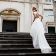 Elegant and modern wedding dress. Swoon!