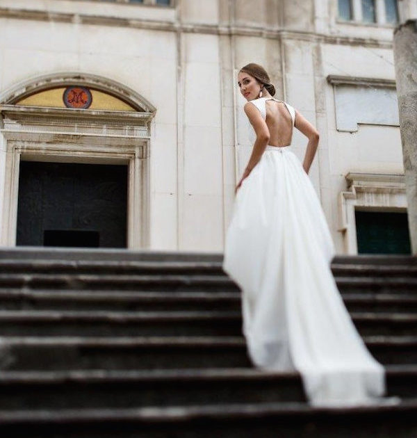 Elegant and modern wedding dress. Swoon!