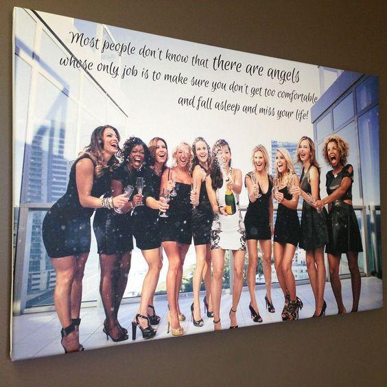 ¿Que tal un montaje con la foto de tus amigas para recordar la fiesta de despedida?