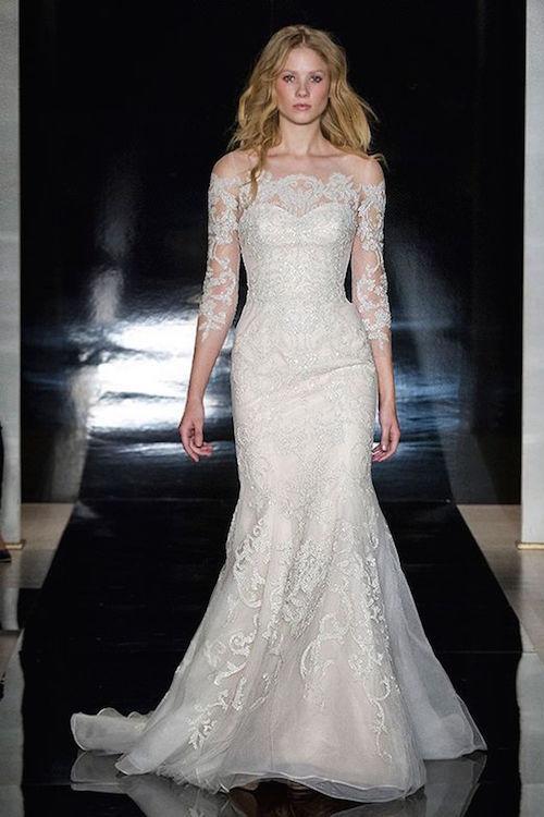 Una de las tendencias en bodas 2017 en vestidos de novia para esta primavera. Sexy con hombros caídos. Reem Acra primavera 2017.