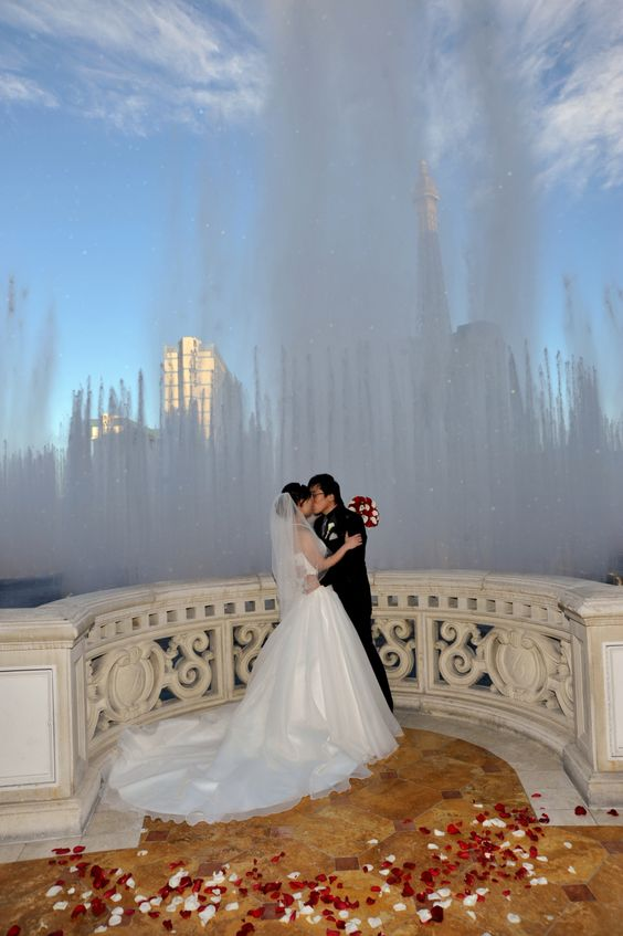 With more than 300 sunny days each year (and a whole lotta booze) it's no surprise Las Vegas is known as the 'wedding capital of the world'. Bellagio Las Vegas weddings.