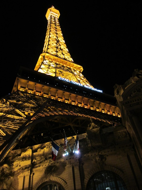 Get transported to France at the French-themed hotel and casino Paris Las Vegas to the magnificent Eiffel Tower.