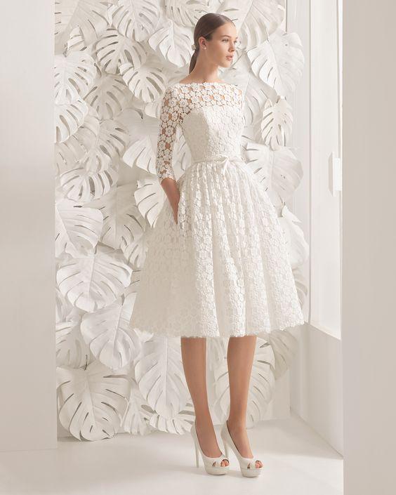 Traje de novia corto de guipur de la colección 2017 Rosa Clará.