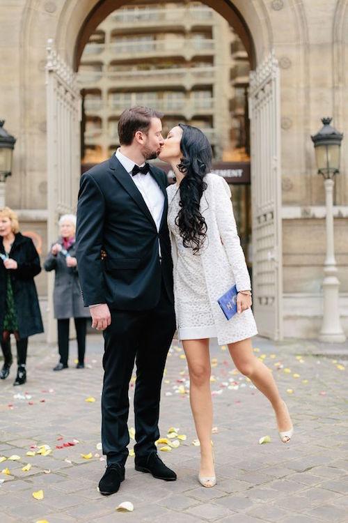 Como expatriados alemanes que viven en París, Martin y Sina espontáneamente decidieron casarse en el ayuntamiento en una ceremonia rodeada por sus amigos.