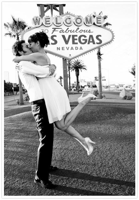 Classic Las Vegas weddings. Let's start with this Las Vegas engagement pic and let's discover what getting married in Vegas could look like!