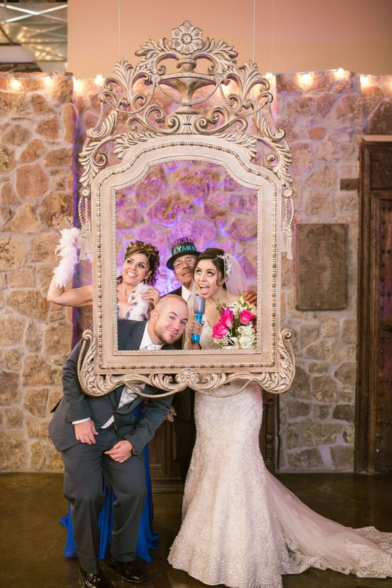 Hanging photo frame for an elegant photobooth at 150 Sunset. Photography by Fabio Lopez Photography.
