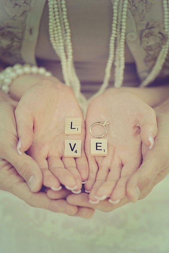 Esto es tan lindo y tierno... La foto de compromiso mas original.