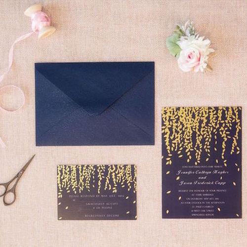 Invitación en azul y oro