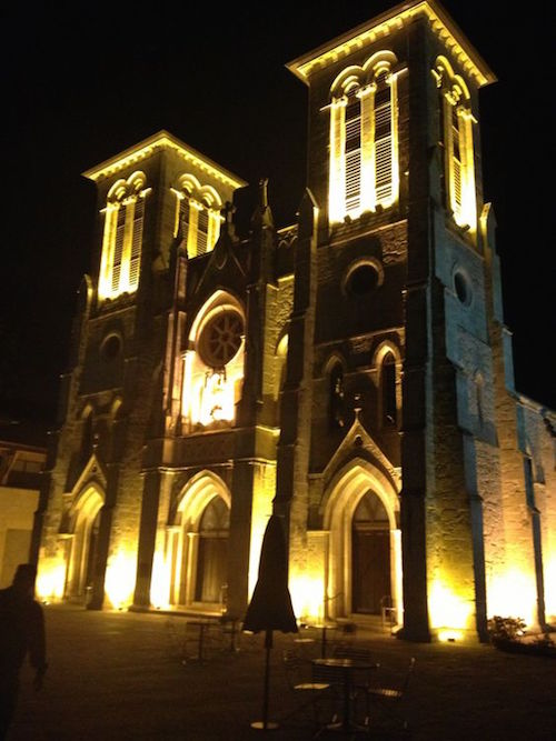 Want to make your wedding memorable? The 18th-century San Fernando Cathedral is the first church built in San Antonio, the oldest standing church in Texas, and one of the oldest cathedrals in the US Listed on the National Register of Historic Places.