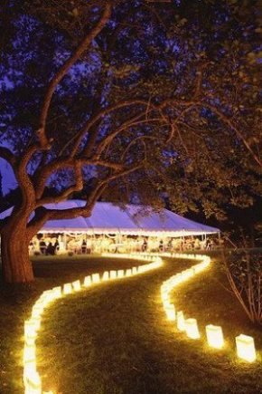 Whether with candles or lanterns, it's easy to get innovative with lighting. Original wedding ideas.