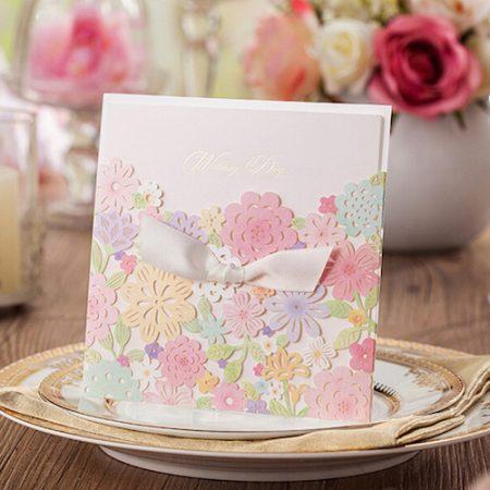 Delicadas y primaverales invitaciones de boda.