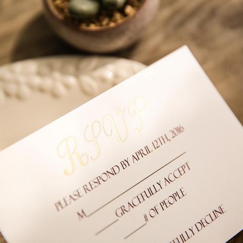 Romántica tarjeta de confirmación de asistencia.
