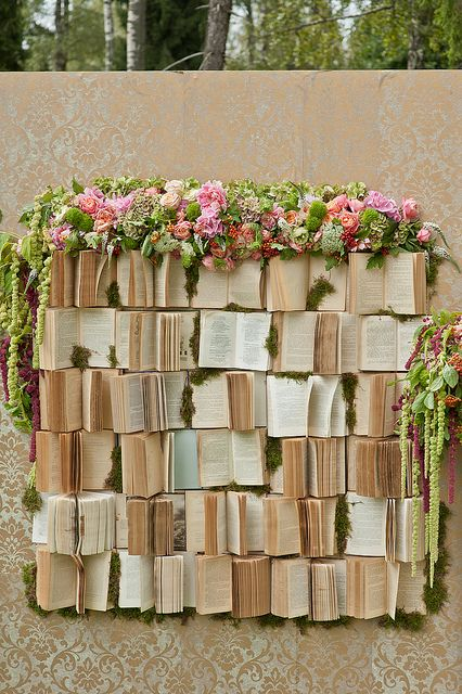 Gorgeous and original wedding ceremony book backdrop. Photography: kachergina on Flickr.