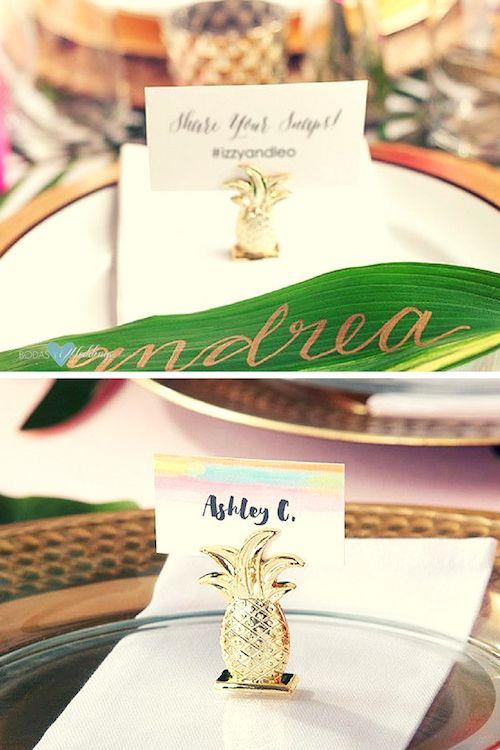 Piña dorada. Ya sea que tu boda se lleve a cabo en la Isla Grande de Hawaii, o simplemente evoque un ambiente tropical, lo más probable es que necesites algun detalle de recuerdo y decoración de mesas.