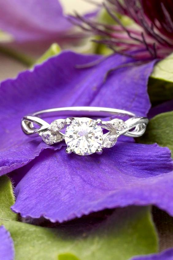 Simple engagement rings for girls who love classics. Discover how to pick an engagement ring that fits her style.