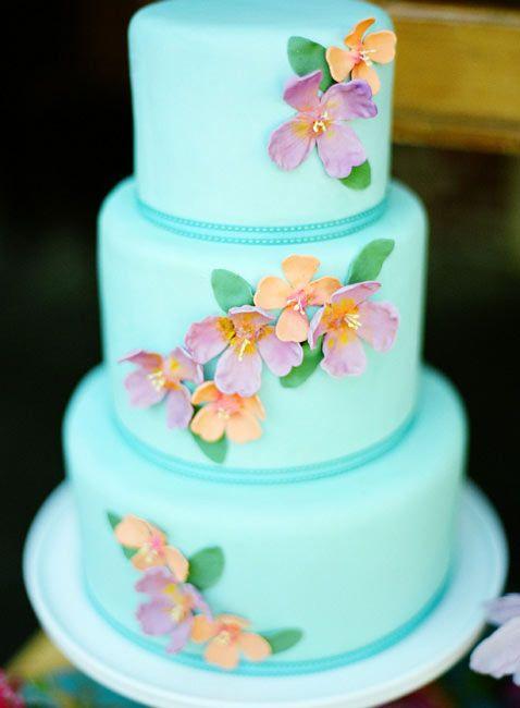 Torta de boda azul, rosa y naranja muy tropical.