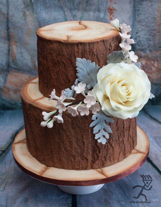 Pastel o bizcocho con efecto madera en dos pisos con hojas y flores comestibles para bodas cubanas. Pastel de Ciccio.