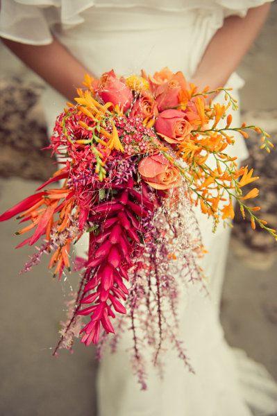 Inspirado en los colores de Costa Rica, este diseño floral consiste de flores oriundas de Cuba cosechadas en Costa Rica.