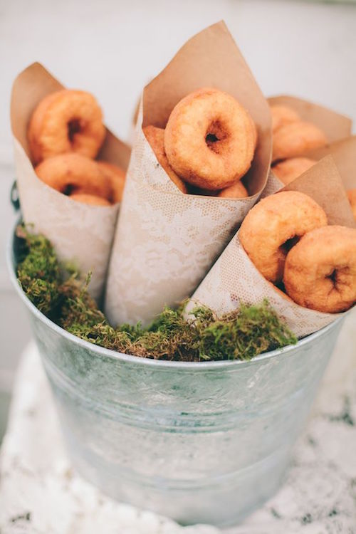 We can even give out doughnuts as wedding favors. Is there anything more delicious and inexpensive than that? Photographers: The Carrs Photography and Jenny Haas Photography.