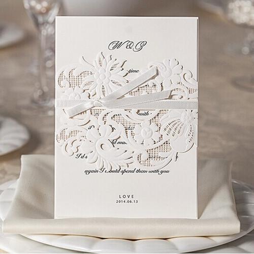 Atractivas invitaciones en blanco con corte láser (BYWWS009).