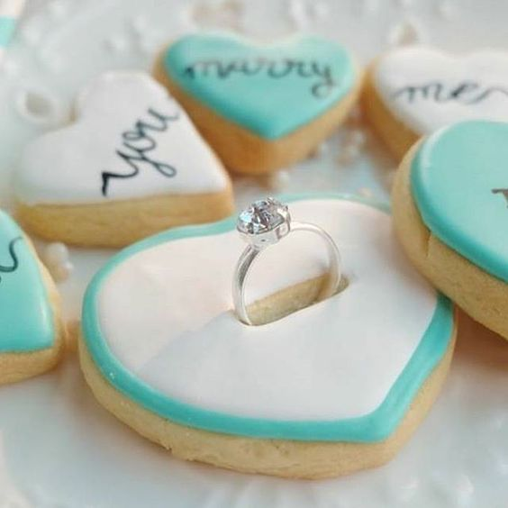 An adorable wedding proposal idea! Who wouldn't say yes to this heart-shaped cookie proposal?