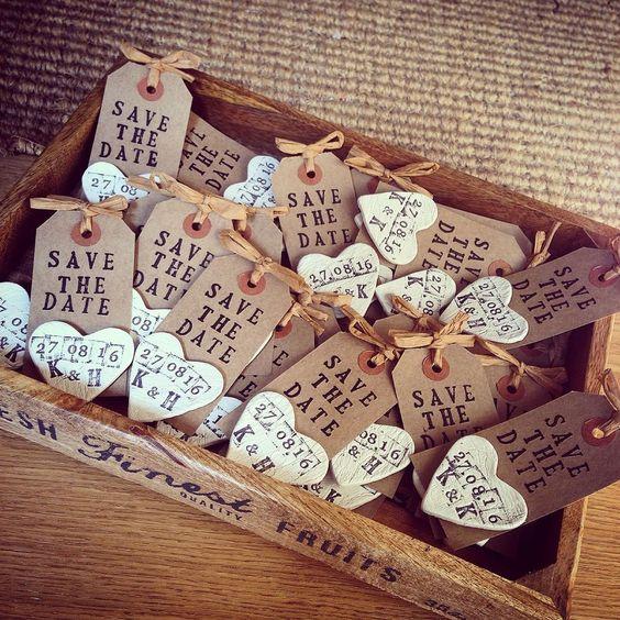 Save The Date imantados hechos a mano rústicos con madera y arcilla.