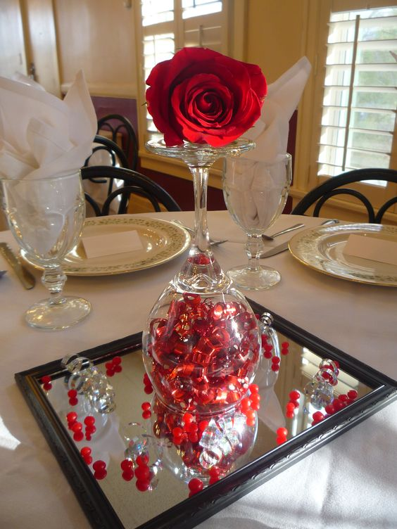 Love it! Valentine's dinner centerpiece. Surprise your partner at dinner time with this super easy to do Valentine gift idea.