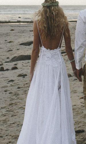 Vestido de novia boho para la playa muy relajado y romántico.