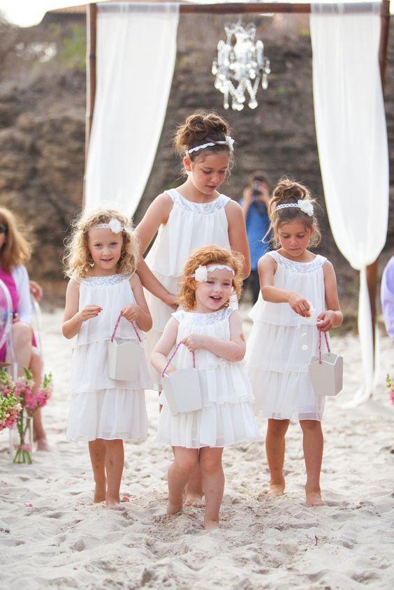 Las bodas que incluyen hundir los dedos de los pies en la arena y sentir el sol son algunas de mis favoritas. Porque, ¿quien no ama una mini-vacacion con una buena excusa para tomarla?