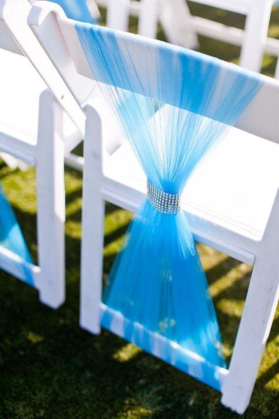 El anillo de strass es muy bonito... Podrías hacerlos con anillos de servilletas... ¡O añade una tira de Velcro a la cinta de strass y ya está! Como vestir sillas de boda con anillos.