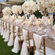 Opulencia y elegancia y la decoración de las sillas acompaña a la perfección de B Lovely Events.