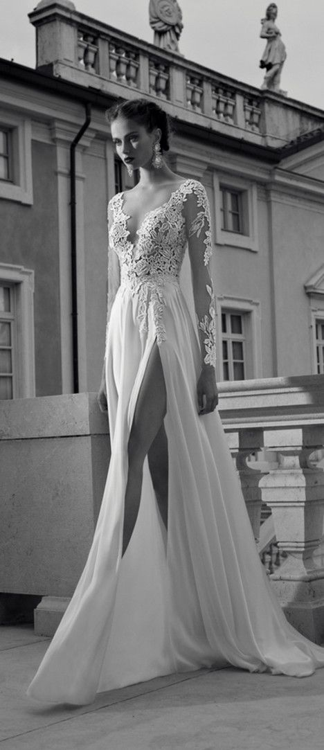 Grace your vintage wedding with elegant and sexy wedding dresses in lace chiffon and long sleeves.