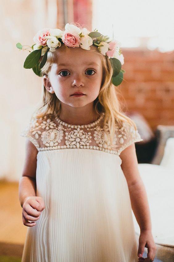 ¿Que opinas de este moderno vestido para que tu pequeña preferida parezca una princesa en el día de tu boda?